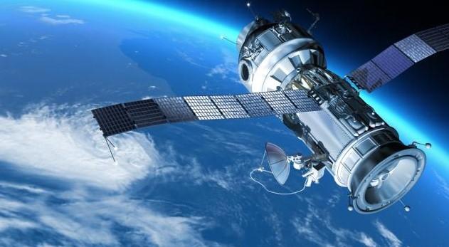 contoh alat teknologi komunikasi satelit
