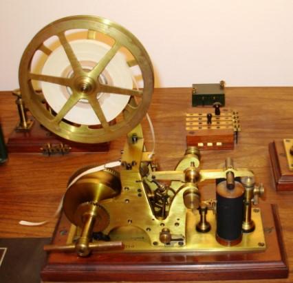contoh alat teknologi informasi telegraf