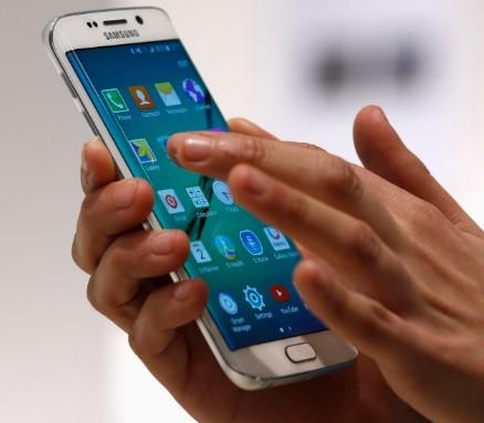 contoh alat teknologi informasi telepon seluler